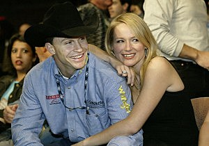 Jewel and Ty Murray watch fight
