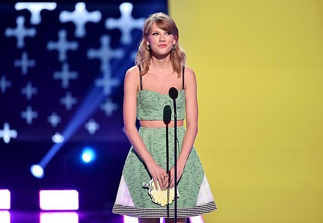 Taylor Swift At Teen Choice Awards 2014 - Show